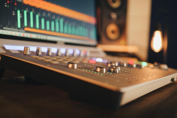 Le service édition et mixage proposé par Medvedkine Studio