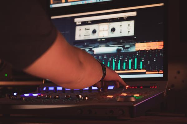 Le service mastering proposé par Medvedkine Studio